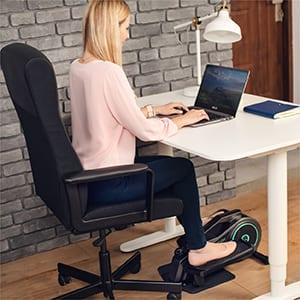 , Curv Mini de Bluefin Fitness / Bicicleta Elíptica de Oficina para Entrenar Sentado  / Resistencia Regulable / Rueda Motora Silenciosa / Pantalla LCD / Bluetooth / App FitShow para tu Fitness en Casa